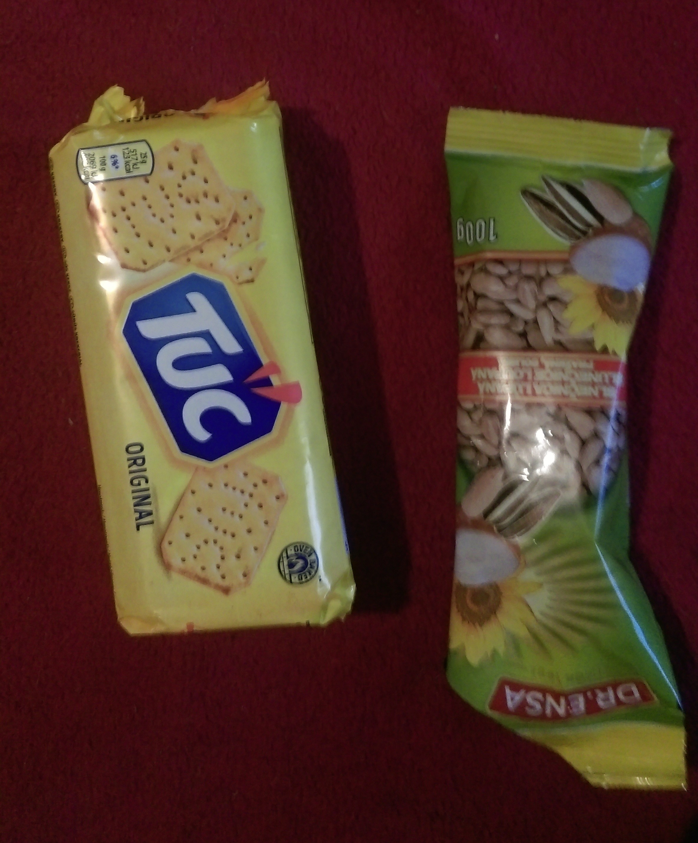 Cookies and dry nuts - elemi fuentes - trekking basics